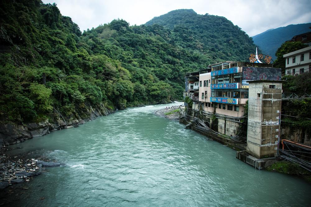 The emerald-looking Nanshi river running through the village of Wulai
