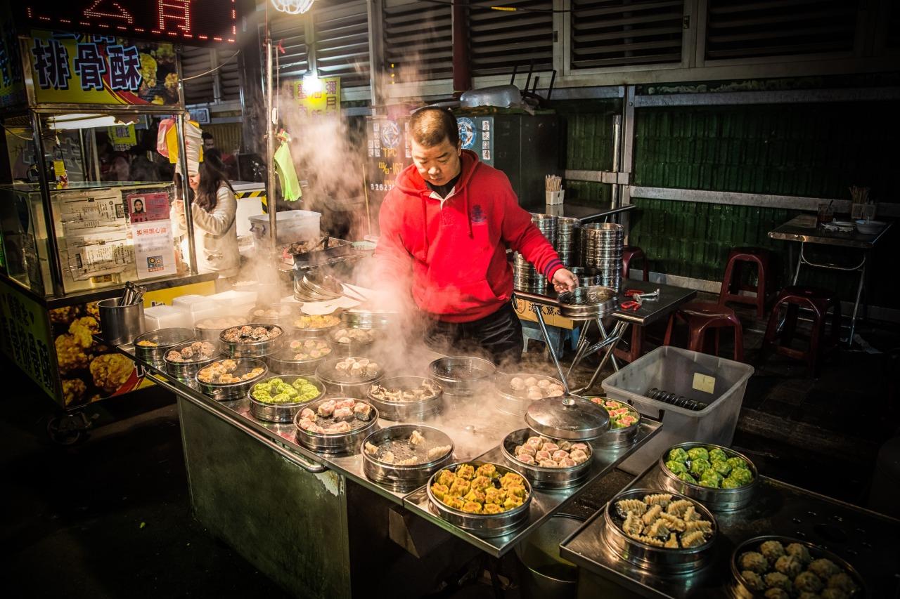 Nightmarket Shaomai-man (中壢新明夜市燒賣店員)