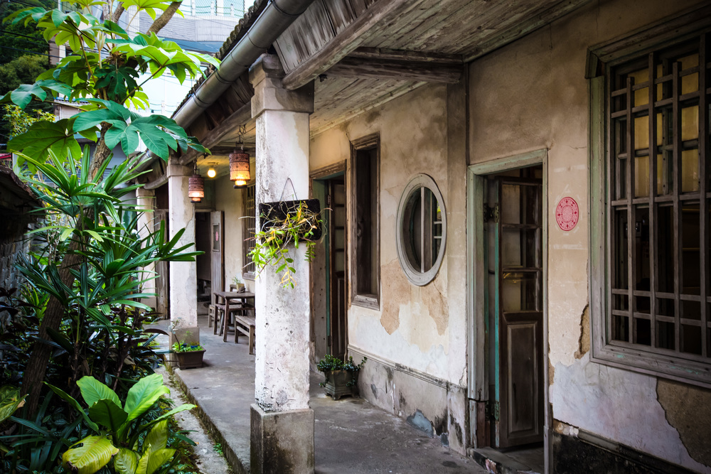 An old open-air mansion converted into a popular tea-house.