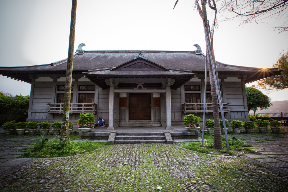 An old Japanese-era building near the Old Street (武德殿)