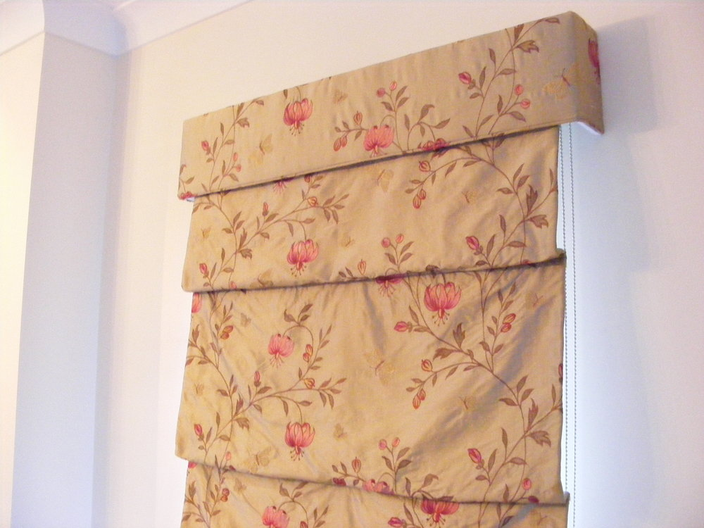 Roman blind drop with fold