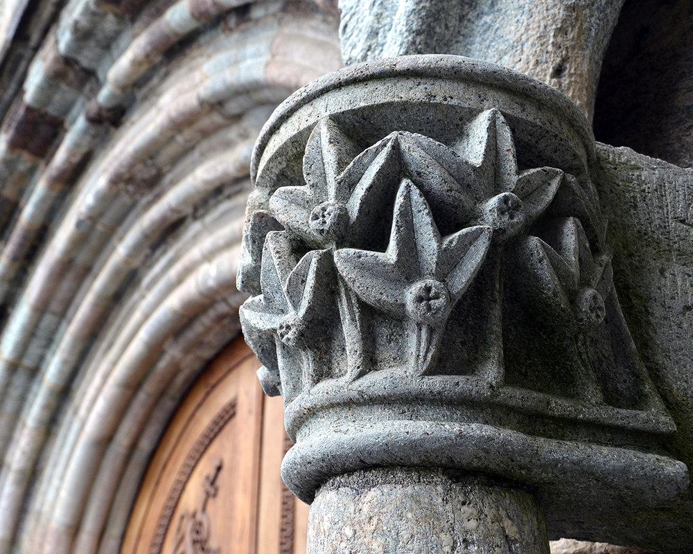 _DSC1657 - dettaglio portale - sacra di san michele .jpg