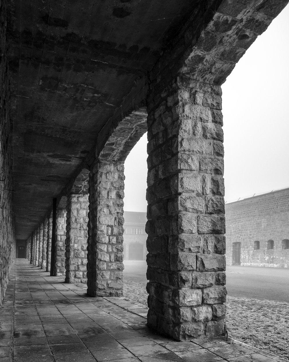 portici ingresso campo di concentramento Mauthausen-7889.jpg