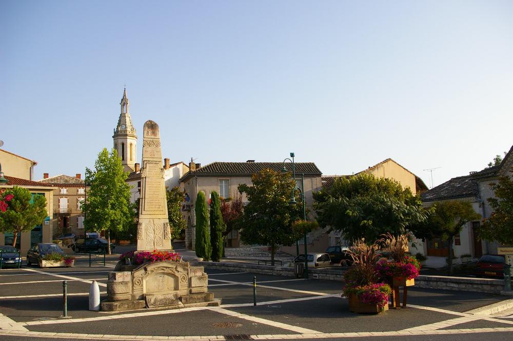 Cahuzac-sur-Vere_centre_village.jpg