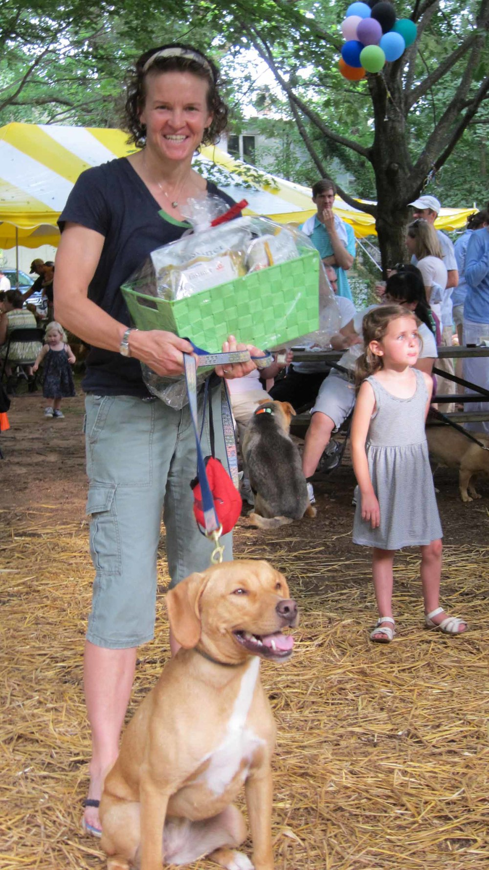 1st place winner Fenway and owner Julie Goodwin take home a prize donated by unleashed by petco.