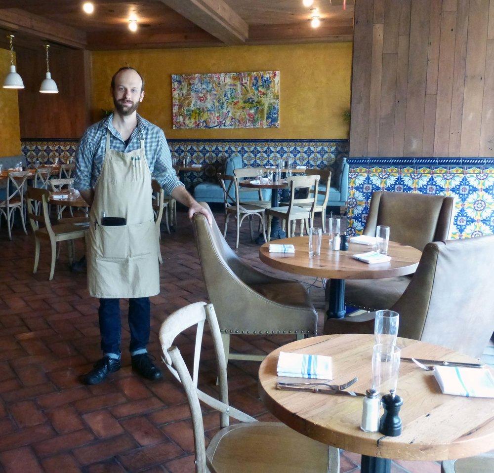 2016.12-casolare-waiter.jpg