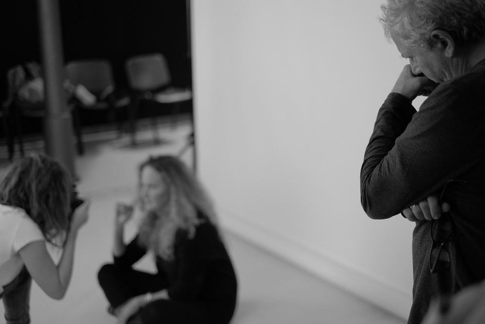 Efrem Raimondi sorveglia attento l'approccio al ritratto dei partecipanti.©A. Burato, 2015