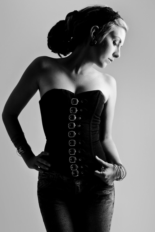 Alessandra, ritratta nel 2011 da un insopportabile precisino.