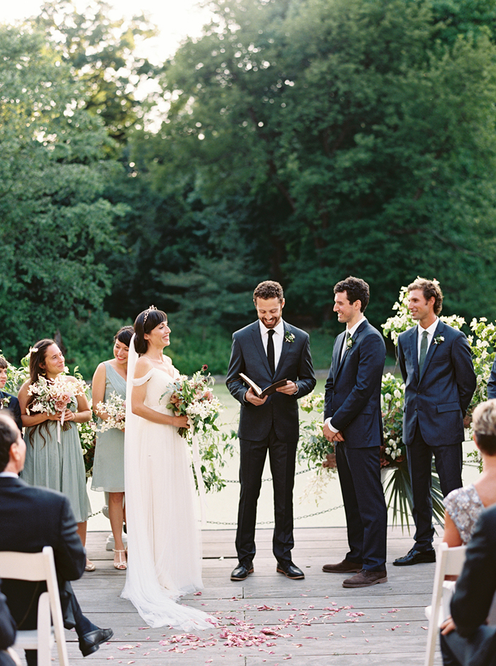 21-casual-outdoor-brooklyn-wedding.jpg