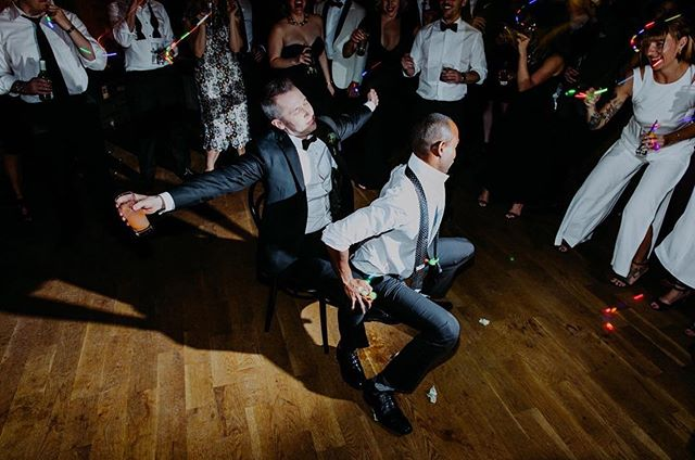 Wrapping up wedding season and diving straight into those holiday parties like... 🥳 Pic by @ambergressphotography 🥂