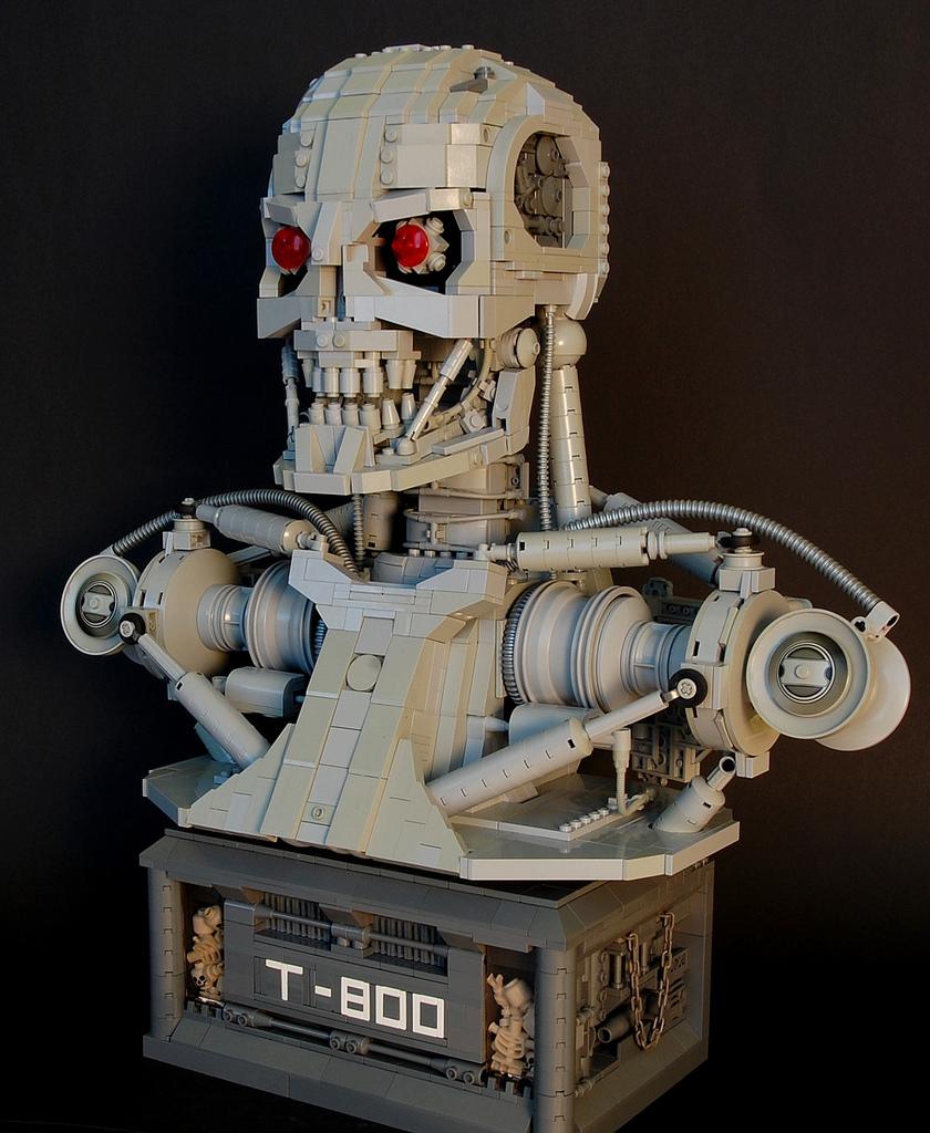 El T-800 de la película Terminator hecho en bloques Lego por Martin Latta.