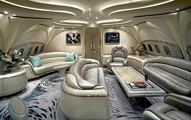 Recorrido fotográfico del interior de los aviones privados más lujosos del mundo. (vía)