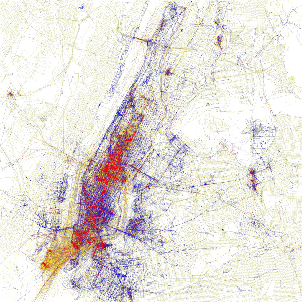 Usando información de geotagging de las fotos subidas a flickr, Eric Fischer armó una colección de mapas de varias ciudades que distinguen las fotografías sacadas por turistas (en rojo) de las sacadas por gente local (en azul). Arriba, el ejemplo de Nueva York. (vía)