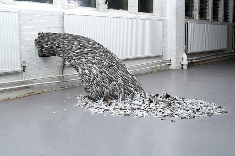 Kate McGwire y sus notables esculturas plumíferas. (vía)