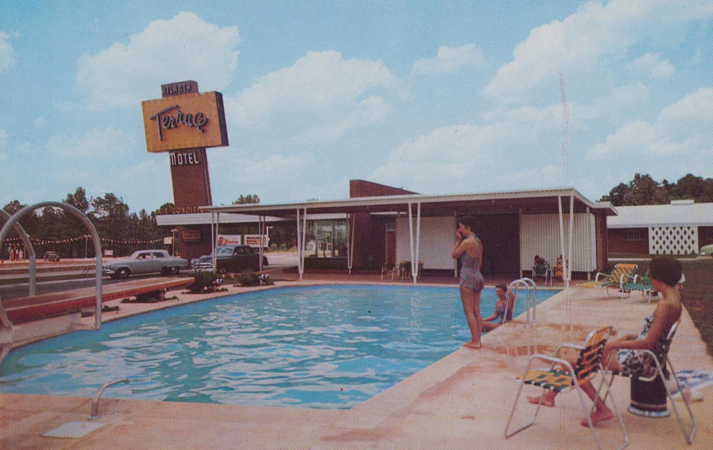 Fantástica colección de viejas postales de moteles en Estados Unidos. (vía)
