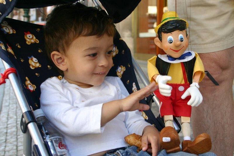 Don Mateo y uno de sus temibles secuaces, Pinocchio