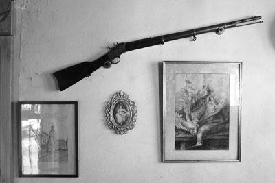 Decoración en la pared de la sala de Turdera
