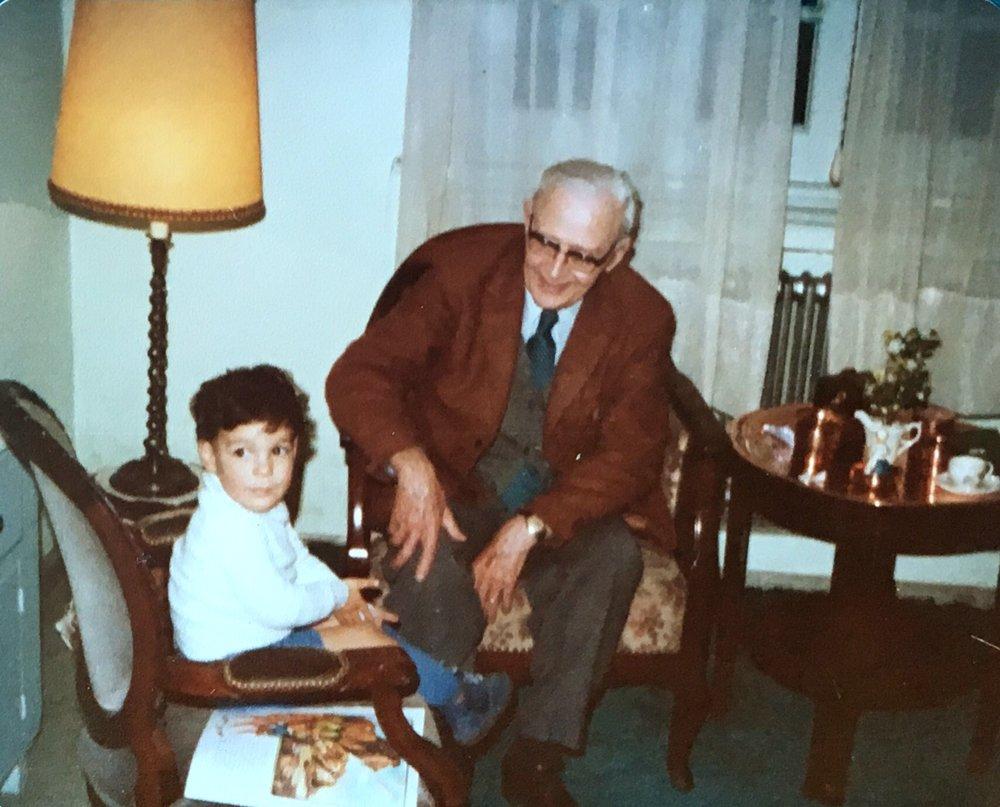El autor y su bisabuelo, circa 1979.