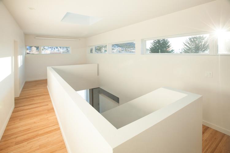 4-Upstairs+Hallway.jpg