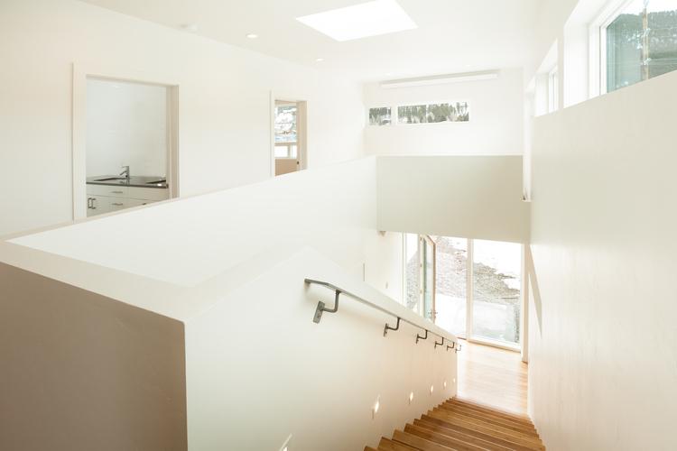 5-Looking+downstairs.jpg