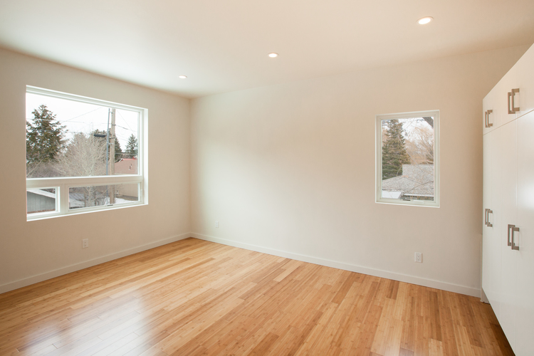 8-Upstairs+Bedroom+1.jpg