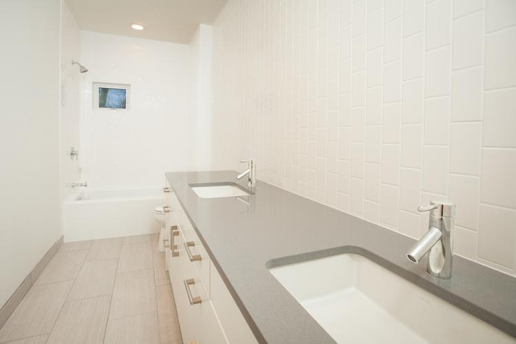 011-Upstairs+Bathroom.jpg