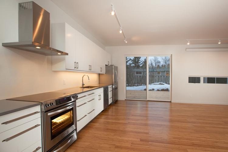 017-Kitchen.jpg