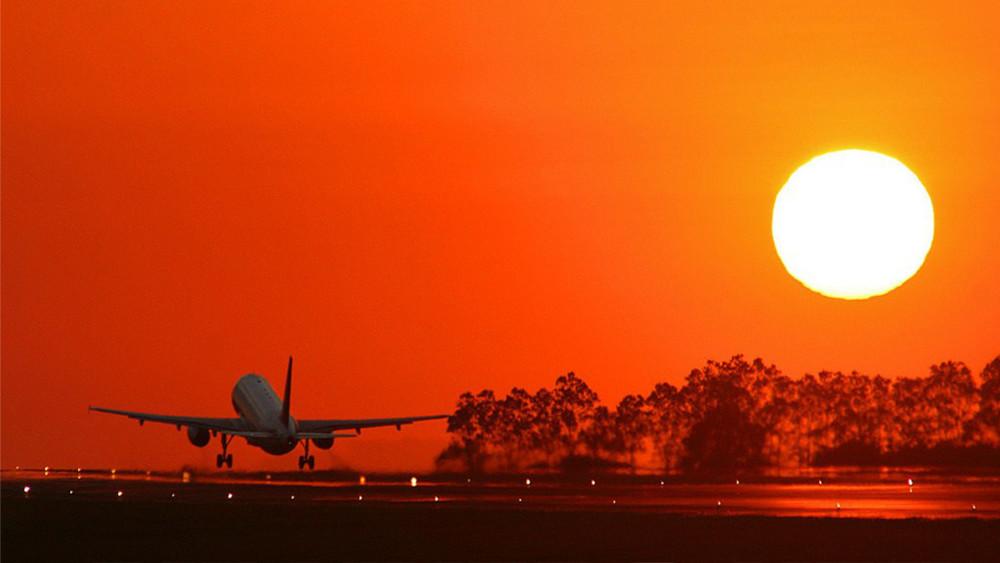 Airplane-Take-Off-on-Sunset-Wallpaper-1024x576.jpg
