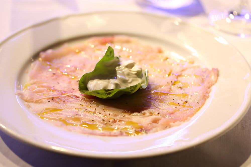 Carpaccio di Ricciola con Crema di Mozzarella