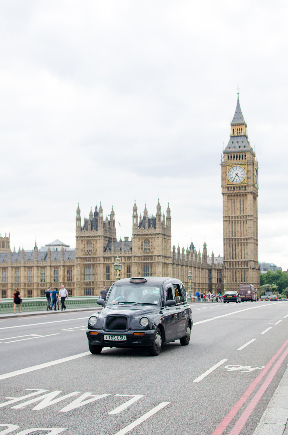 London_Travel_Lifestyle_Photographer_Big_Ben_Black Taxi.jpg
