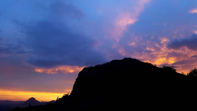 About last night; sunsets on top of Mt Maroon, after the rain 👌#itpopped #sunset @satyavanwillis