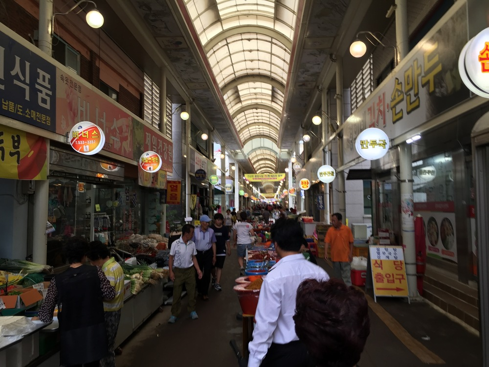 Most of the public markets look very similar. Long open corridors with shops to the left and right, with sidewalk vendors, including a strip of vendors down the center. This is how Koreans used to do all their shopping; for groceries, clothes, household goods, etc.