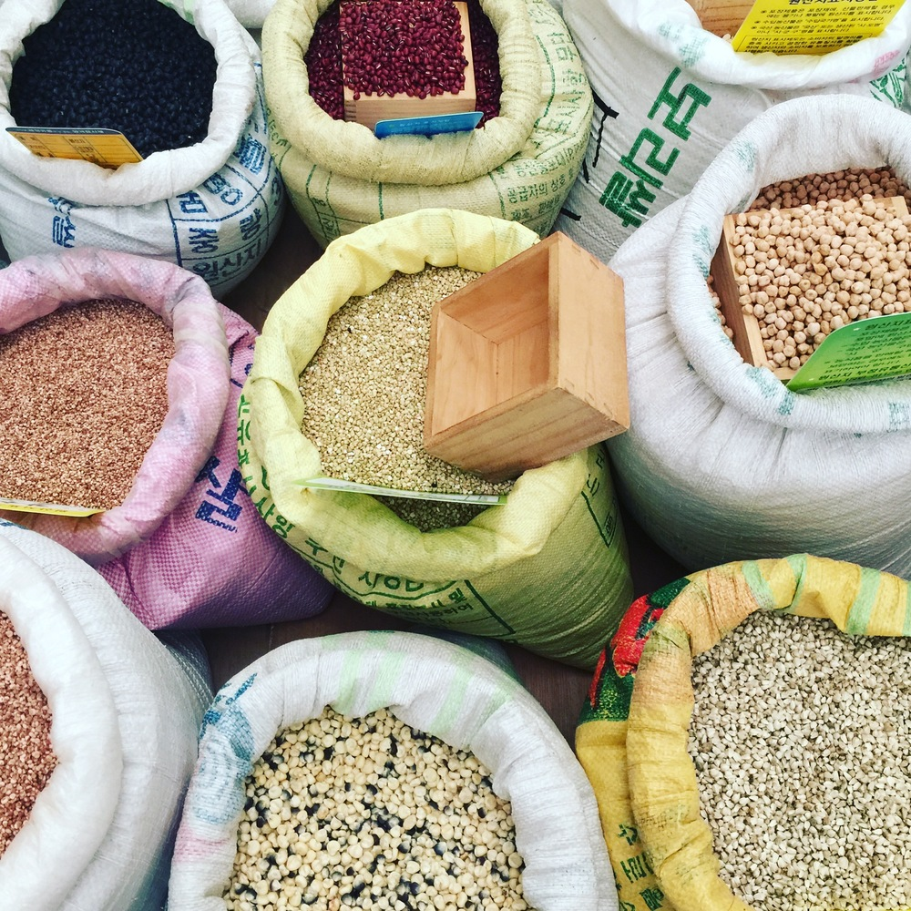 On this day, we came not only to observe and soak in, but also to buy some mixed grains and beans. Add them to rice, and you have a healthy, delicious base to your meals.