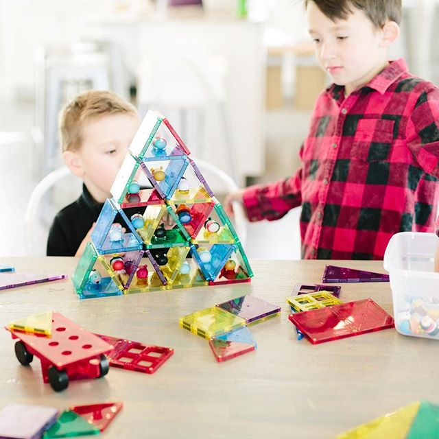 I've got another fun Christmas giveaway for your lucky kiddos 🎉❤️my boys are obsessed with @shapemags building blocks - they're magnetic and can stack SO high. I'm all about the toys that help with creativity and these have been so fun for my kids to use to build city's for ninja turtles, ships for Star Wars and pyramids for tsum tsums👆🏻 and more. Today I'm giving away a 60 piece Starter Set ($65 value) to one lucky family🎉  To win:: 1. LIKE this pic 👆🏻 2. Follow👉🏻 @shapemags & @ashleysfreshfix  3. Tag your friends below 👇🏻 each separate comment counts as an entry GOOD LUCK! I'll announce the winner here tomorrow at 10pm MST 😘