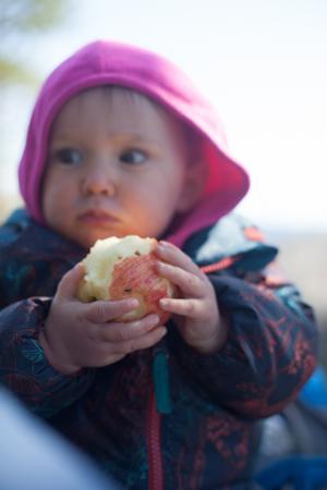 LOVES apples