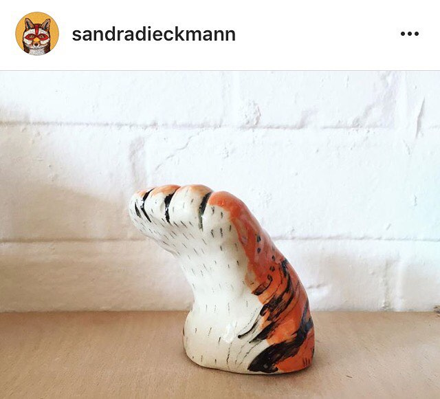 swooning over @sandradieckmann 's ceramics! This tiger paw is waiting for a high five ✋🏼