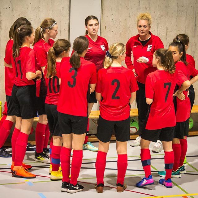 Unser C-Juniorinnen Leistungsteam erreicht am eigenen Hallenturnier den dritten Platz! 🥉Well done, girls! Mehr unter ffc-suedost.ch/news #ffcsuedostzuerich #frauenamballbesseralsmanndenkt #juniorinnen #hallenfussball #hallenturnier #futsal #soccergirls