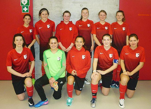 Unser C-Juniorinnen Leistungsteam erreicht am B-Juniorinnen Turnier in Volketswil den ausgezeichneten 🥉 Platz! Herzliche Gratulation zu dieser tollen Leistung! 😊👍⚽️ Wir freuen uns schon auf die Meisterschaftsspiele! #ffcsuedostzuerich #ffcsuedost #frauenamballbesseralsmanndenkt #womensoccer #soccergirl #frauenfussball #hallenturnier #soccergirls