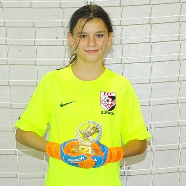 Unsere Torhüterin Ena vom D-Juniorinnen Leistungsteam wurde als bester Goalie des Bellini Cups ausgezeichnet! Herzliche Gratulation! 👍😊⚽️ #ffcsuedostzuerich #ffcsuedost #womensoccer #frauenfussball #soccergirl #soccergirls #juniorinnen #hallenturnier #goalie #torhüterin