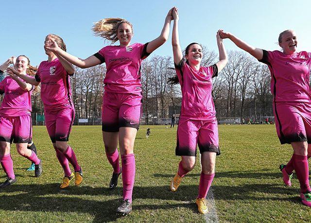 Erfolgreicher Rückrundenstart unseres Frauen 1 Teams! Mit einem ⚽️⚽️:0 Sieg holt sich das Team von Martin Puntigam und Giuseppe Legari drei weitere Punkte gegen den FC Kloten und rückt auf den 3. Tabellenplatz vor! 😊💪👏👏 #ffcsuedostzuerich #ffcsuedost #frauenfussball #frauenfußball #womensoccer #womensoccerteam #frauenamballbesseralsmanndenkt #soccer #fussball