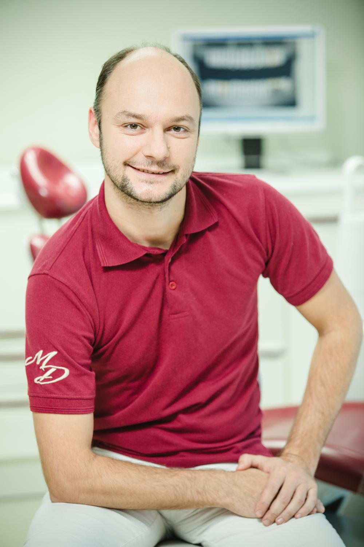 Андрій Гук - хірург-стоматолог