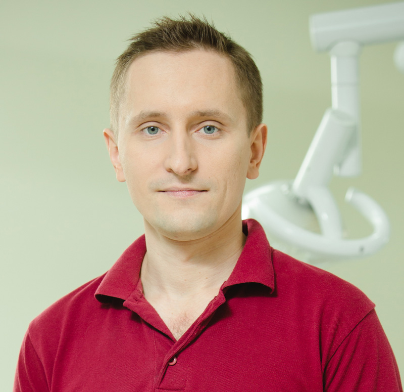 Дмитро Неліпа- стоматолог-ортопед