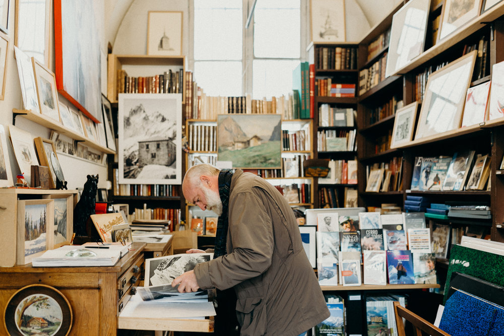 Paris old bookstores for T.pot Journal Food & Lifestyle Magazine