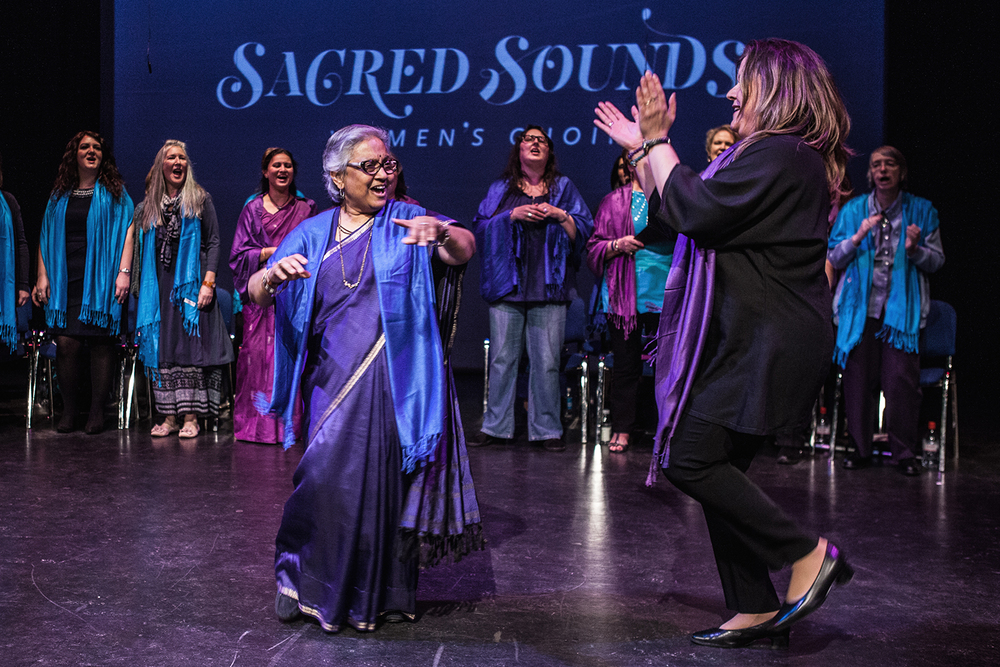 Reem Kelani performing 'Shai Lillah' with the Sacred Sounds Women's Choir Photo: Michela De Rossi