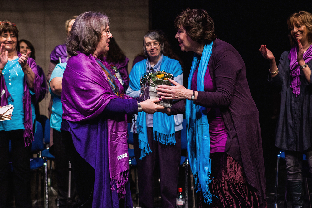 Carol Jason receiving a thank you gift from a member of the Sacred Sounds Women's Choir Photo: Michela De Rossi