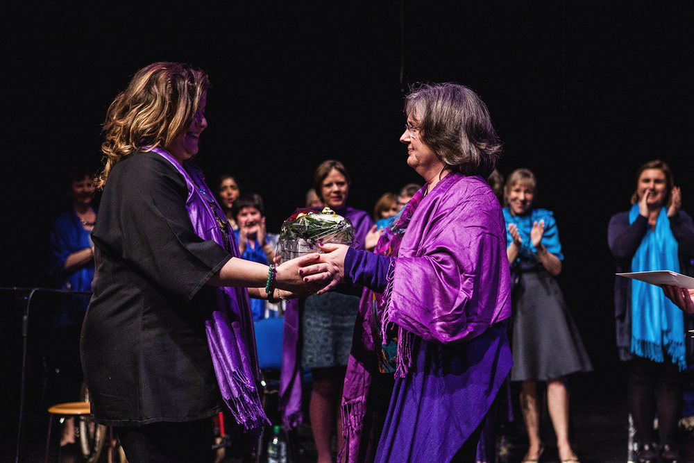 Reem Kelani receiving a thank you gift from a member of the Sacred Sounds Women's Choir Photo: Michela De Rossi