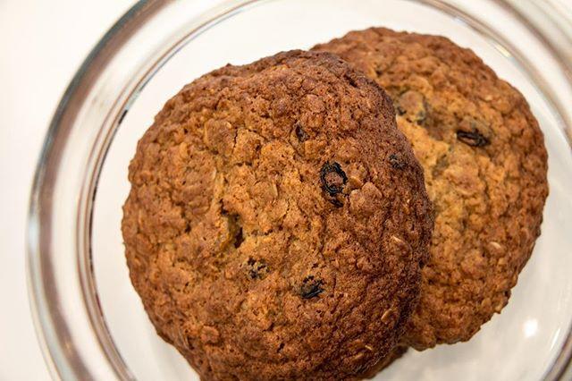 We are Cookie lovers 🍪❤️ 📷: @thepicsbox  #ciabattarbar  #LA #lafoodie #losangeles #losangelescalifornia #california #californiafoodie #sunsetblvd #hollywood #hollywoodblvd #hollywoodfood #italianrestaurant #photography #foodporn #foodphotography #foodphoto #food #pastry #pastries #chocolatebar #italianfood #cookies #raisincookies #raisins #oatmealcookies #oatmeal
