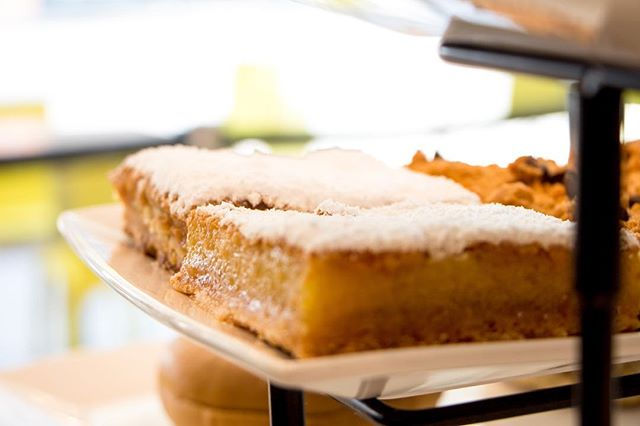 Lemon Bars 🍋 📷: @thepicsbox  #ciabattarbar  #LA #lafoodie #losangeles #losangelescalifornia #california #californiafoodie #sunsetblvd #hollywood #hollywoodblvd #hollywoodfood #italianrestaurant #photography #foodporn #foodphotography #foodphoto #food #pastry #pastries #lemon #lemonbar #italianfood