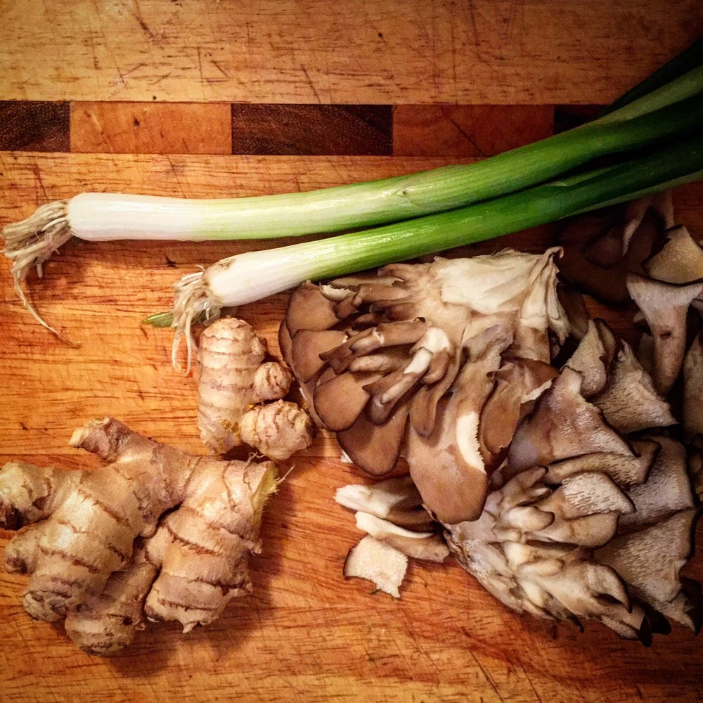 Scallions, ginger, and maitake mushrooms are traditional foods for fighting colds.
