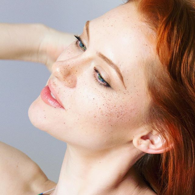 Our love affair with #freckles doesn't end with summer! We've been collecting our fave #frecklefaces all year! Read about freckles history, facts, and the Gaelic myth of #bricini that graces faces of all colors with magical constellations! What do you call your freckles? #angelkisses [link in bio]  #beauty #makeup #photoshoots #editorial #felicityshoots #felicitymag 📸: @krystalalayne  Editing: @midori_stories  Makeup: @midorimakeupartistry  Production: Sarah Wachter @felicitymagazine